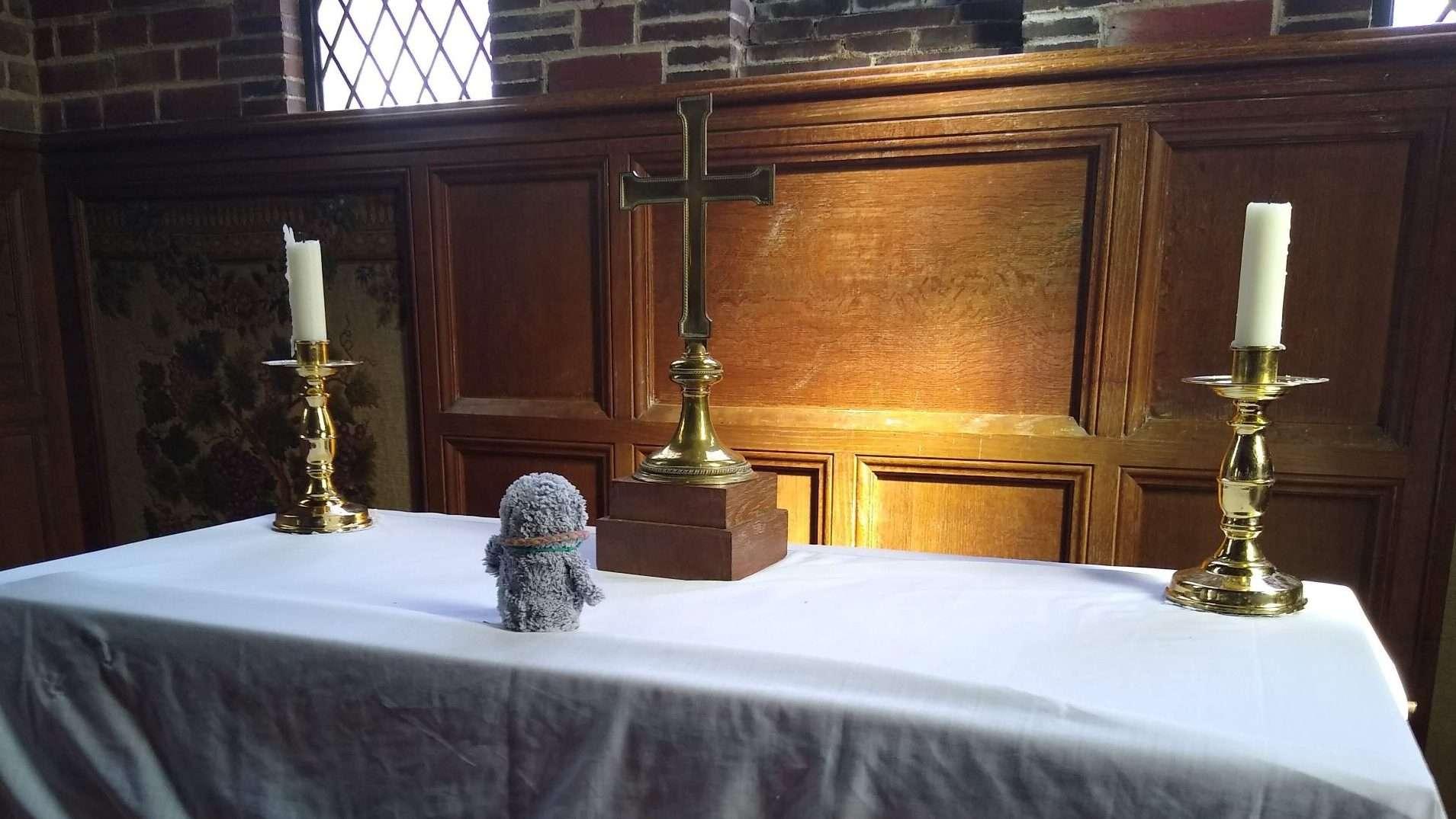 Arnold on an altar